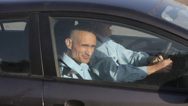 """חוקרי המשטרה מגיעים למעון רה""""מ בתחילת החודש (צילום: שאול גולן) (צילום: שאול גולן)"""