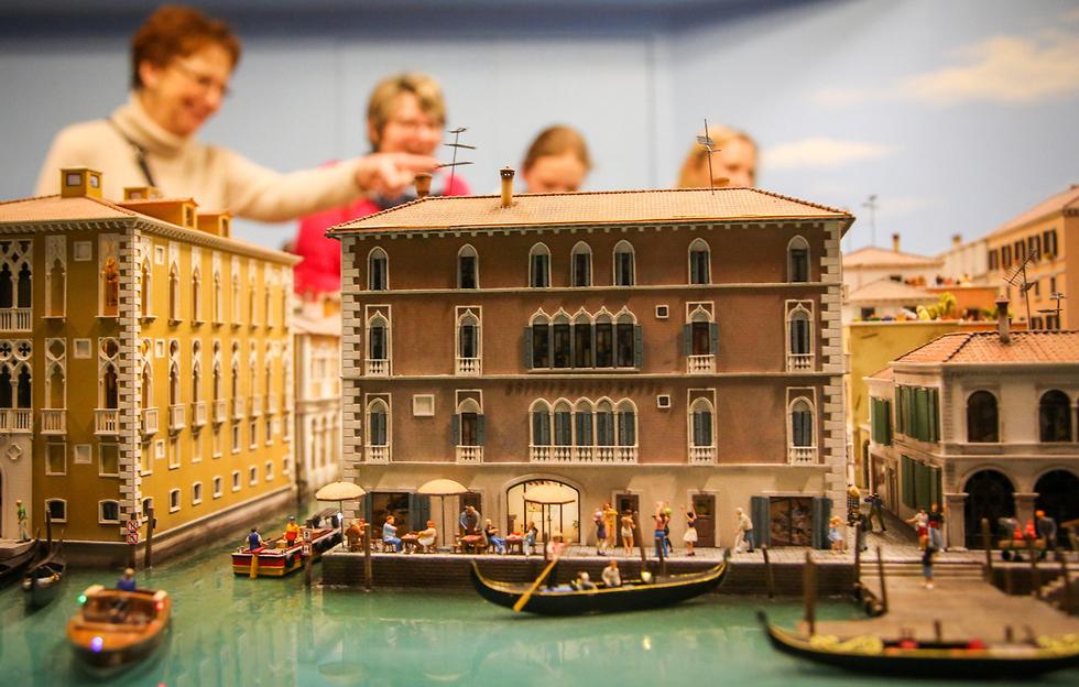 מודל מיניאטורי של העיר ונציה בתערוכה בהמבורג, גרמניה (צילום: EPA) (צילום: EPA)