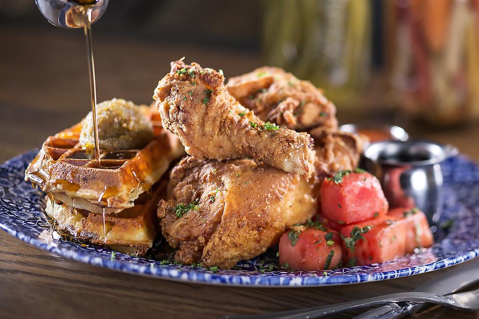 """ה-מקום לאכול בו כנפי עוף מטוגנות (צילום: יח""""צ)"""