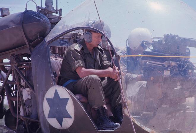 משה דיין, 1967. מדיניות של פרובוקציות (צילום: דוד רובינגר)