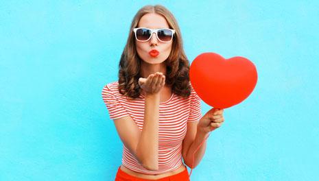 Чем развлечь себя, любимую, 8 марта: от личного стилиста до подарочного массажа - все идеи