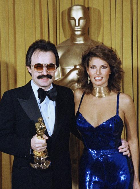 אופנת הדיסקו והשחרור המיני על השטיח האדום. ראקל וולש, 1979 (צילום: AP)