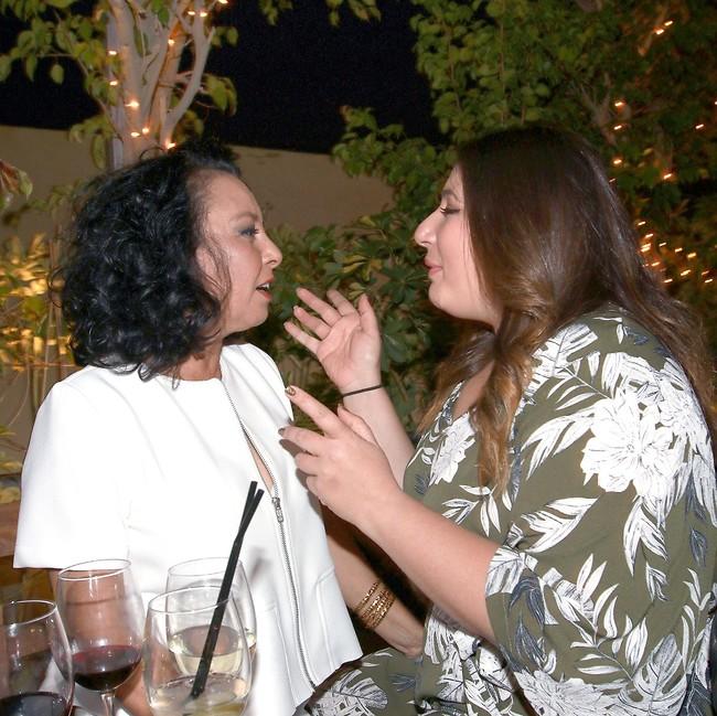 שיחת בנות. שני קליין ואוולין הגואל (צילום: ענת מוסברג)