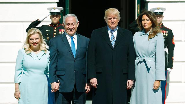 הזוג טראמפ מקבלים את הזוג נתניהו (צילום: רויטרס)