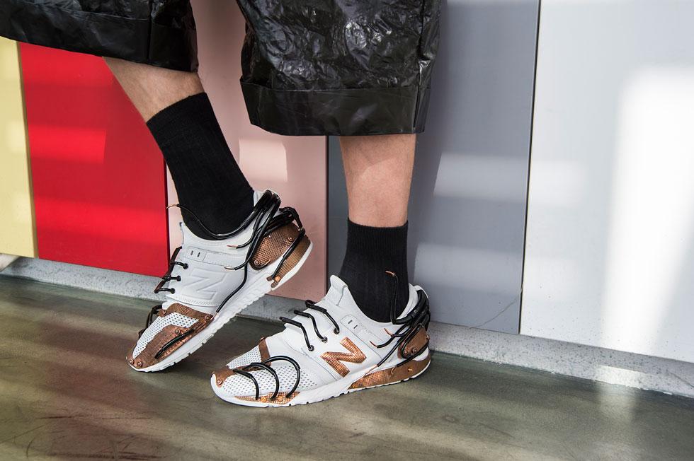 נעלי ניו באלאנס בעיצוב מחודש של אוריון איבלייב, המחלקה לעיצוב תכשיטים (צילום: איתן טל)