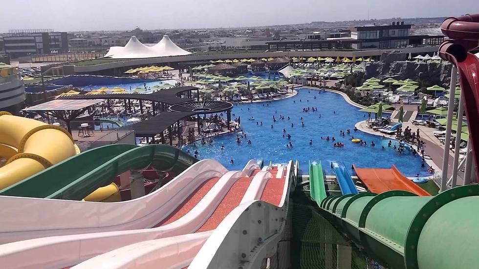 מתאים גם לחופשה עם ילדים: פארק המים ליד העיר (צילום: עוזיאל עבודלייב) (צילום: עוזיאל עבודלייב)