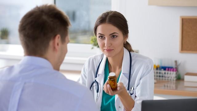 תרופות שמקלות על הסימפטומים ומאטות את התקדמות המחלה (צילום: shutterstock) (צילום: shutterstock)