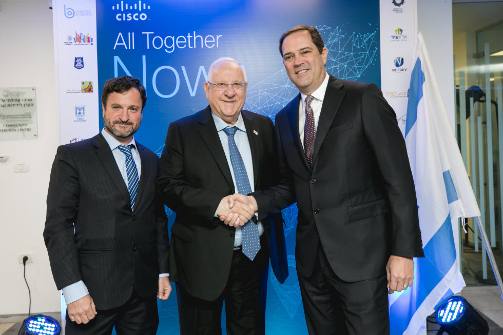 President Reuven Rivlin, center, with Cisco's CEO and chairman Chuck Robbins, right, and General manager of Cisco Israel, Oren Sagi, left. (Photo: Tomer Foltyn)