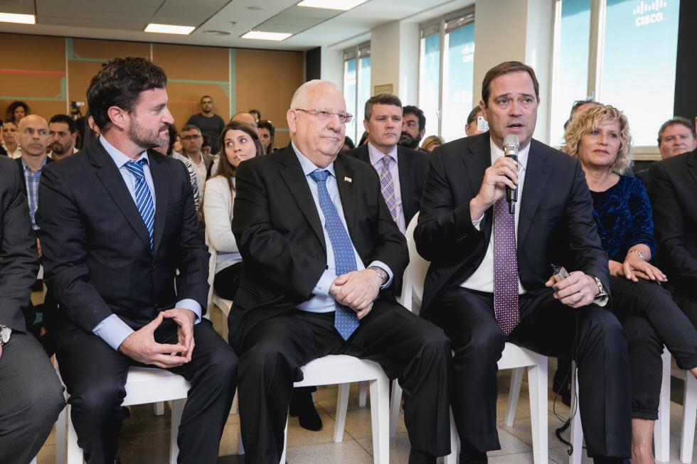 """""""סיסקו נמצאת בישראל כבר 20 שנה וזה אחד המקומות האהובים עלי בעולם"""", צ'אק רובינס, מנכ""""ל ויו""""ר סיסקו העולמית.  (צילום: תומר פולטין)"""