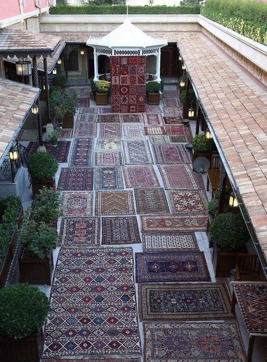 מפעל השטיחים המרהיב בבאקו (צילום: עוזיאל עבודלייב)