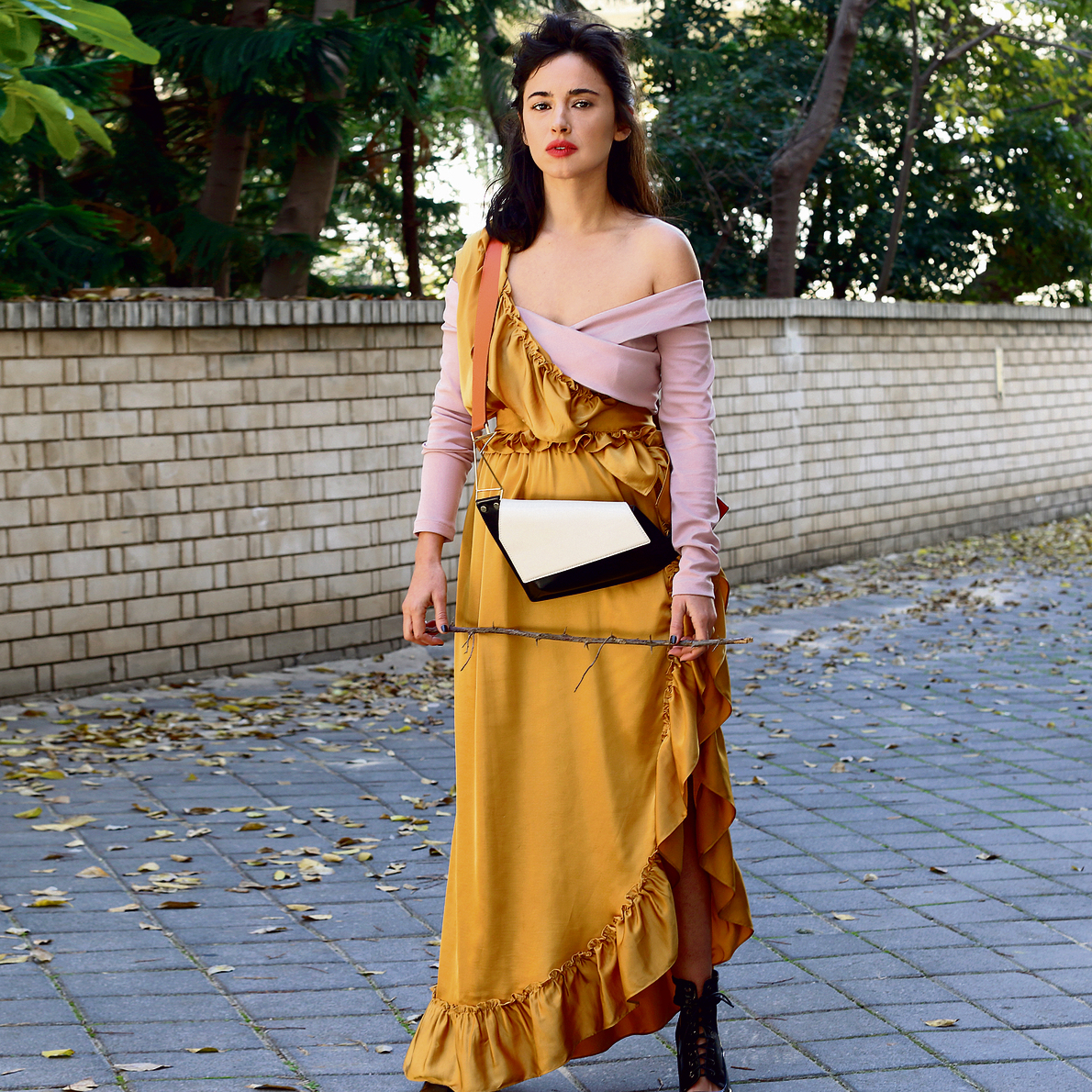 שמלה: מאיה נגרי חולצה: רנואר תיק: noritami x collecte נעליים: to go