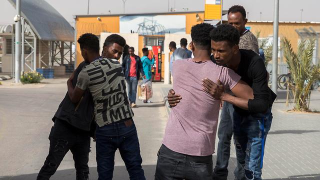 """Освобождение нелегалов из лагеря """"Холот"""". Фото: EPA (Photo: EPA)"""