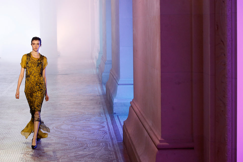 קולקציה ראשונה לבית האופנה המתחדש. פול פוארה, המעצב ששחרר את הנשים מהמחוך (צילום: AP)