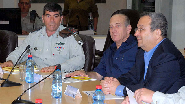 Then-Prime Minister Olmert, center, with his Defense Minister Barak, right, and IDF Chief of Staff Ashkenazi, left
