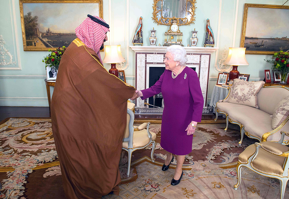 The Saudi Crown Prince meet with Britian's Queen Elizabeth II (Photo: AFP)