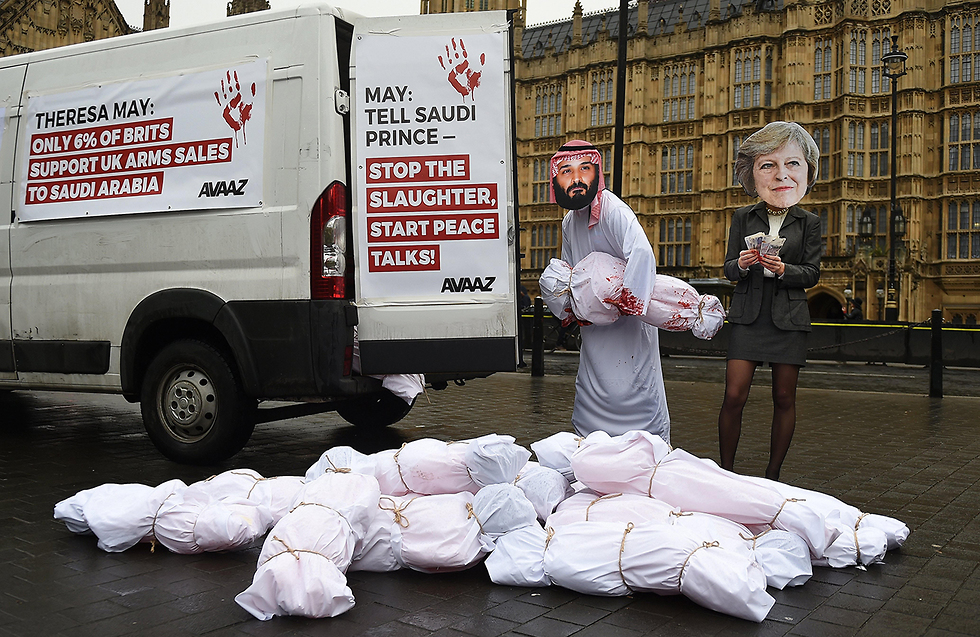 Protest outside the British Parliament over Saudi campaign in Yemen (Photo: EPA)