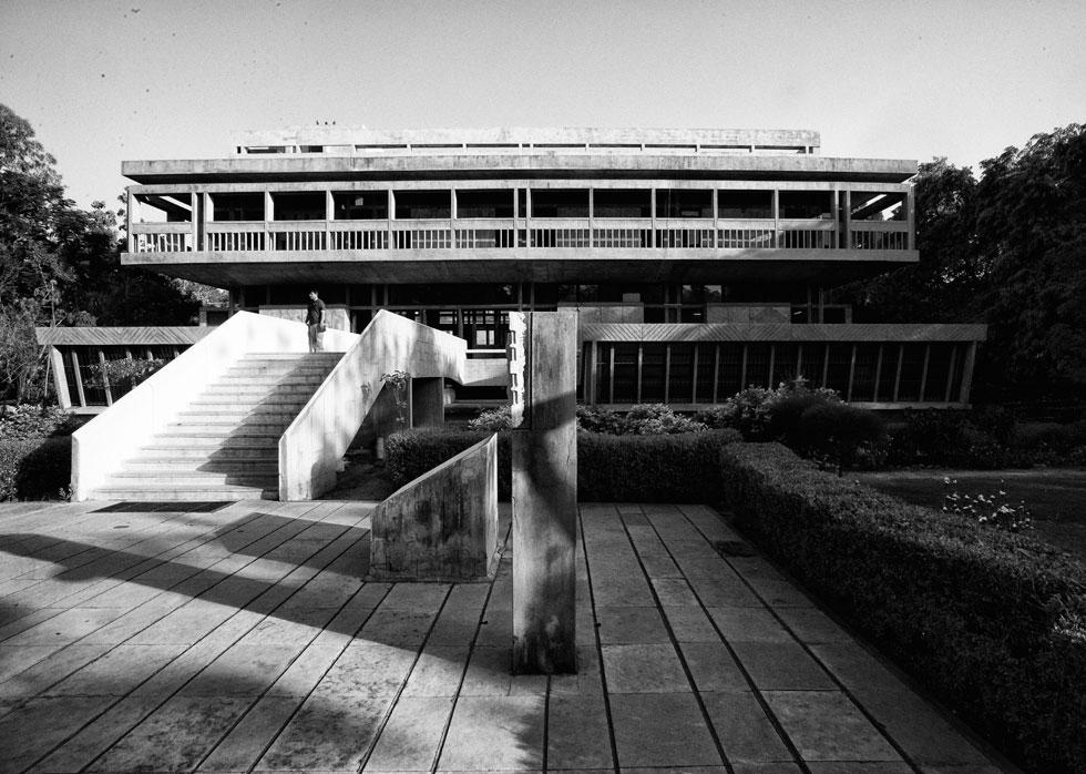 מכון האינדולוגיה, אחמדבאד, 1962. גשר בין המודרניזם המערבי להודו המתעוררת (צילום: photo courtesy of VSF courtesy of the Pritzker Architecture Prize)