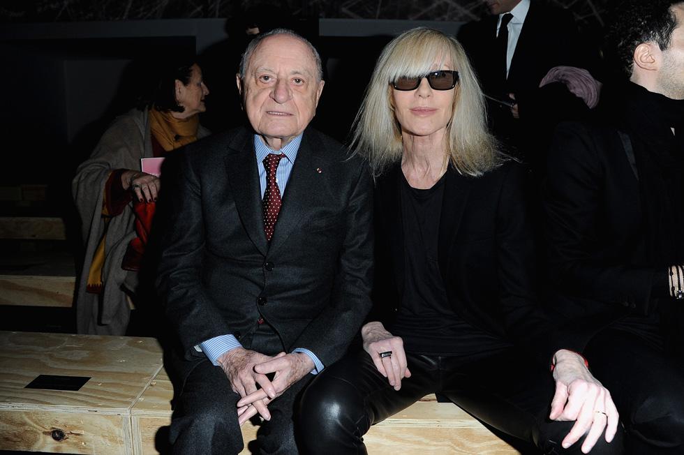 נשארו חברים עד ליום מותו. קטרו ופייר ברז'ה בשורה הראשונה בתצוגה של סן לורן ב-2013 (צילום: Gettyimages)