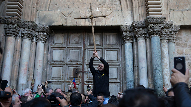Protestors outside the Church of the Holy Sepulchre (Photo: Amit Shabi)