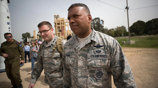 Lt.-Gen. Clark (R) said the exercise was the glue that will hold the American and Israeli forces together (Photo: EPA)
