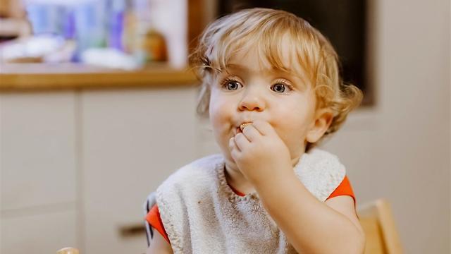 אוכלים בלי לדבר ובלי לזוז (צילום: shutterstock)