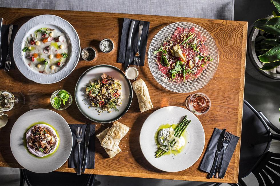"""באווירה קלילה, מסעדת """"לוקס"""" בעיר התחתית בחיפה (צילום: אפיק גבאי) (צילום: אפיק גבאי)"""