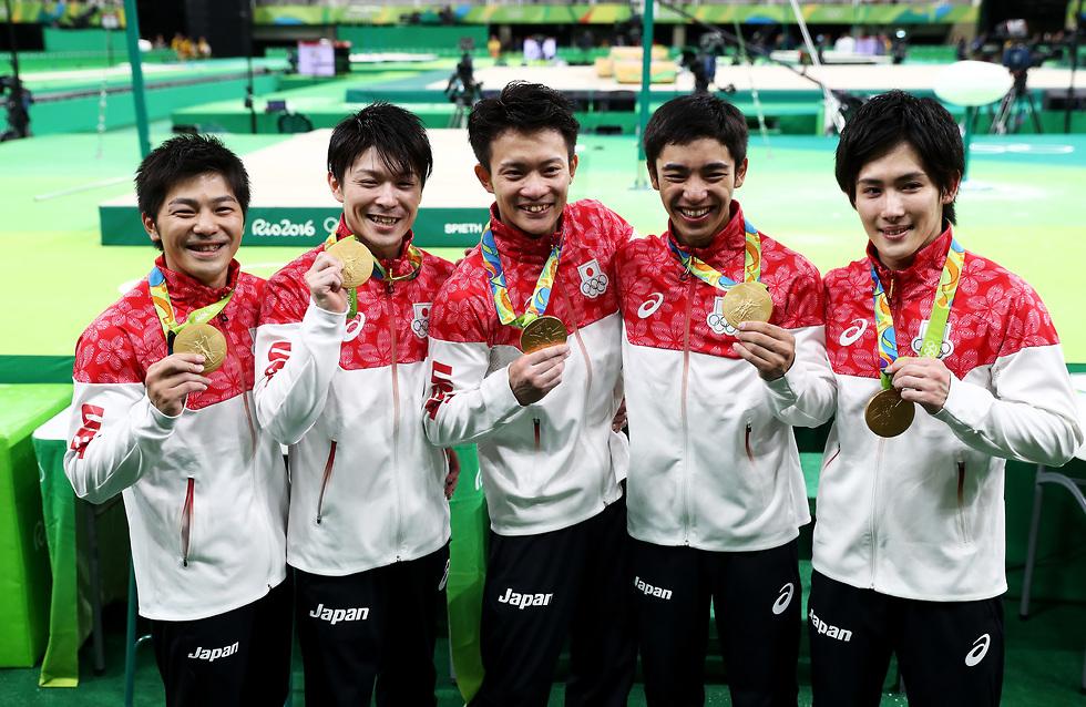 אפשר לזכות בהרבה מאוד מדליות, תשאלו את אוצ'ימורה (שני משמאל) (צילום: getty images)