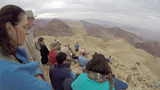 לפני הירידה לערבה דרך נקב קמר (צילום: גלעד כרמלי) (צילום: גלעד כרמלי)
