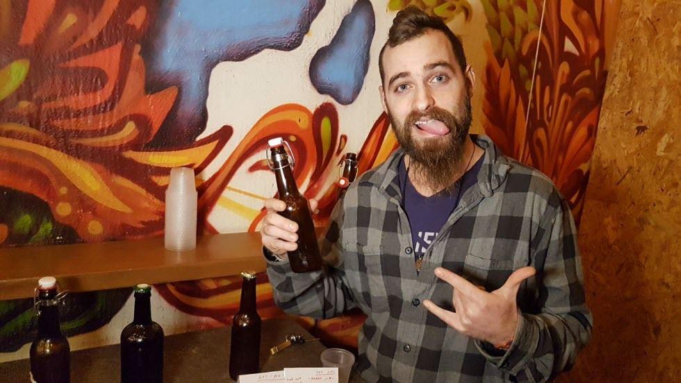 אוהב את הבירה שלו חמוצה. ישראל אטלו (צילום: אסף קמר)