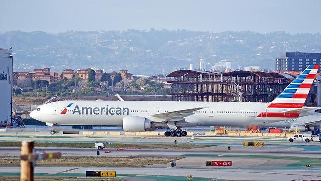 מטוס של אמריקן איירליינס, ארכיון (צילום: שאטרסטוק) (צילום: שאטרסטוק)