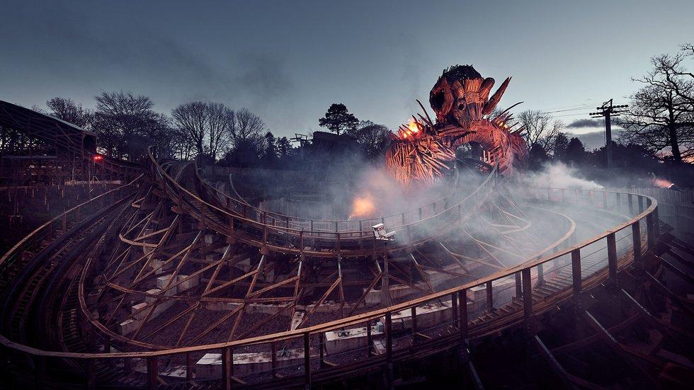 אש ועשן (צילום מתוך עמוד הפייסבוק של Alton Towers)