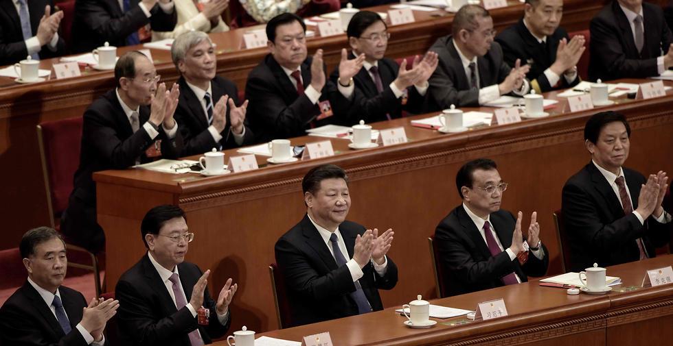 חותמת גומי. נציגי הקונגרס הלאומי העממי בבייג'ינג (צילום: AFP) (צילום: AFP)