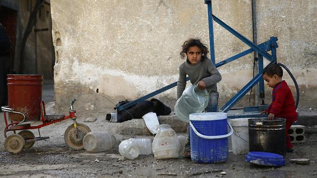 יותר מ-1,100 אזרחים נהרגו. ילדים ברוטה (צילום: רויטרס) (צילום: רויטרס)