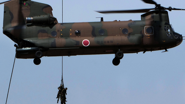 CH-47 Chinook. 'Capable of removing all the transported military vehicles during flight, at a low altitude' (Photo: AP)