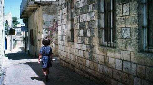 שנות הילדות כותבות את האדריכלות בימי הבגרות, כפי שמעידה על עצמה נילי פורטוגלי, שחוזרת לצפת העתיקה (צילום: באדיבות פסטיבל אפוס)