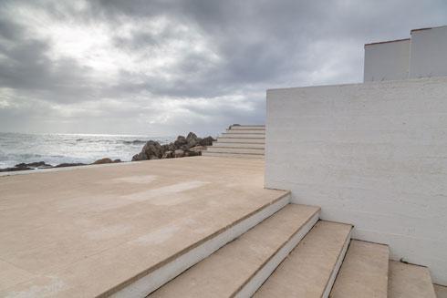 ההיפך מתמונות מלוטשות במגזיני האדריכלות. הפרויקטים של סיזה מוצגים במצבם הטבעי, ריקים ומנוונים (צילום: באדיבות פסטיבל אפוס)