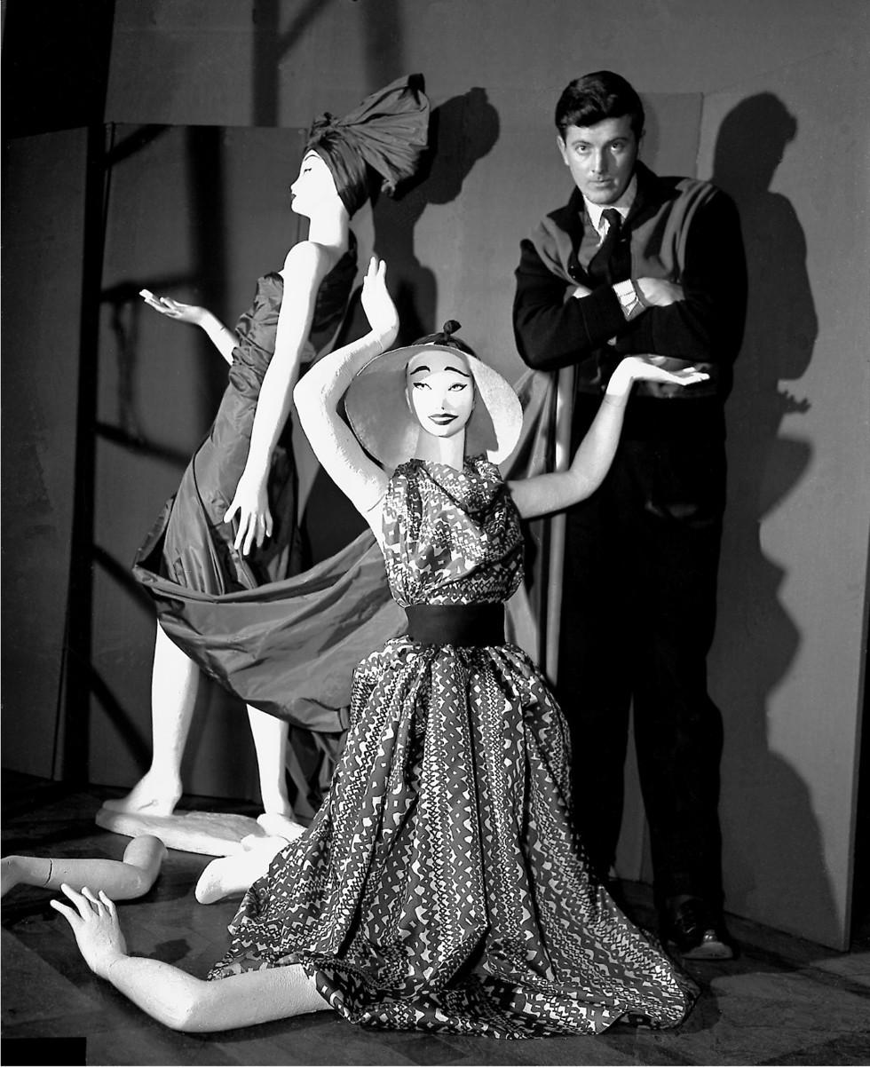 ז'יבנשי בשנת 1952, לאחר שפתח את בית האופנה שנושא את שמו (צילום: AP) (צילום: AP)