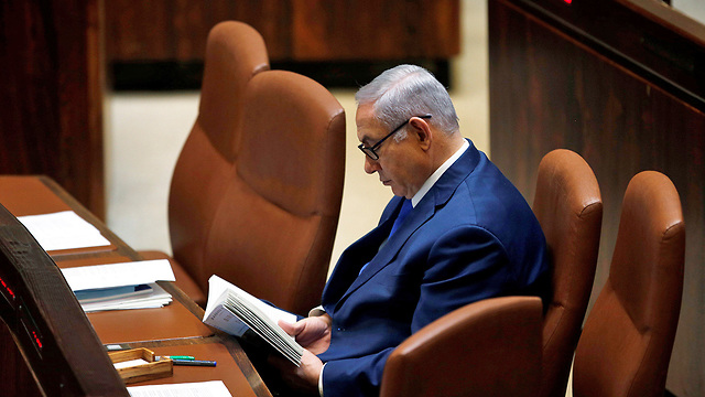 Netanyahu while opposition members were talking (Photo: Alex Kolomoisky)