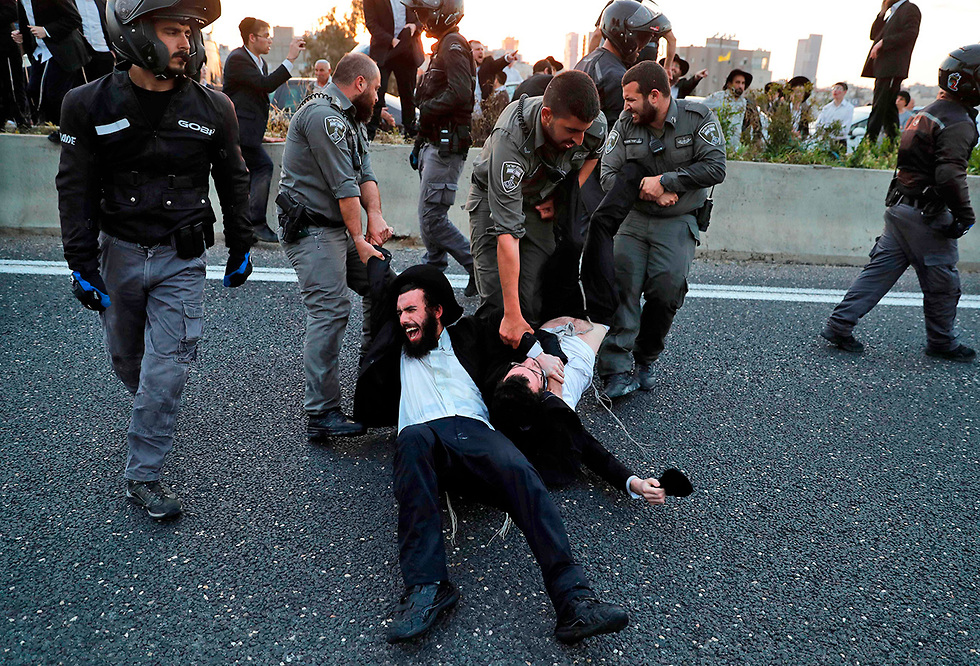 Haredi hardliners protest against the draft law (Photo: AFP)