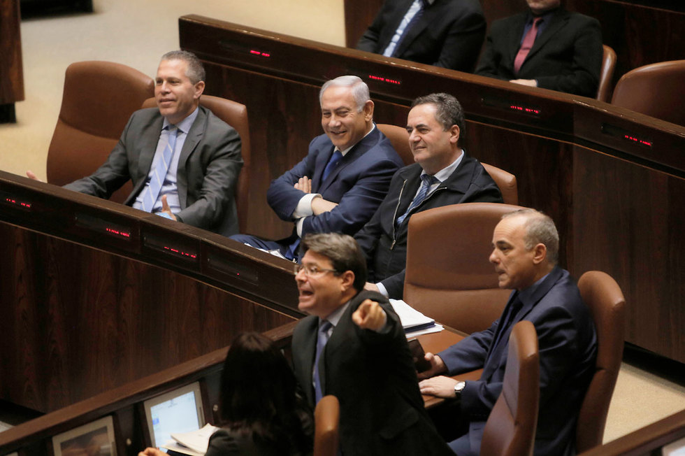 Netanyahu with Likud ministers, some of whom are eyeing his seat   (Photo: AP)