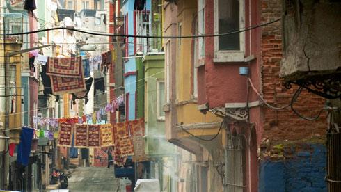 הקולות, הצבעים והאדריכלות הטיפוסית מפנים מקומם לשכונות סטריליות ושוממות (צילום: באדיבות פסטיבל אפוס)