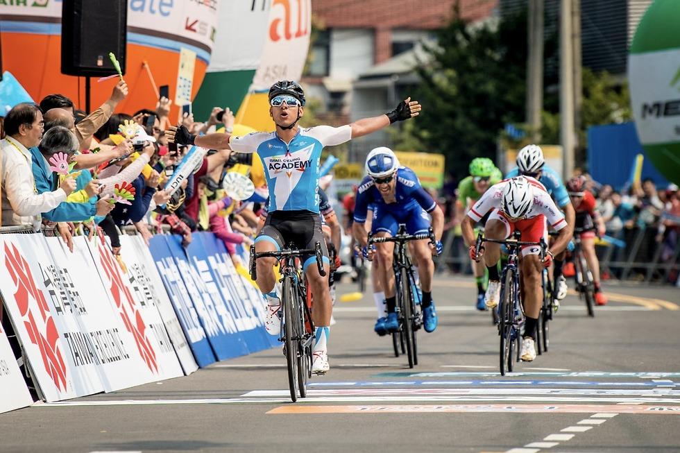 ניצחון ראשון לסייקלינג העונה. אווילה חוגג (צילום: Sonoko Tanaka) (צילום: Sonoko Tanaka)
