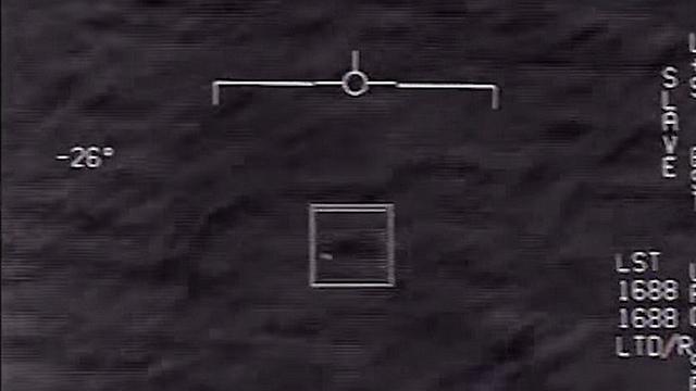 עצם מסתורי מעל האוקיינוס האטלנטי ()
