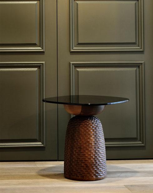 שולחן של zanat, בעיצוב מוניקה פורסטר. הגילוף הבוסני המסורתי זכה בהכרה של אונסקו  (צילום: Almin Zrno באדיבות: ZANAT)