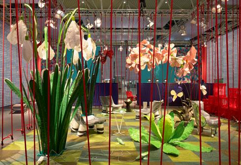 צבעוניות עזה בביתן המרכזי של פאולה נבונה  (צילום: Mathias Nero באדיבות: Stockholm Furniture & Light Fair)