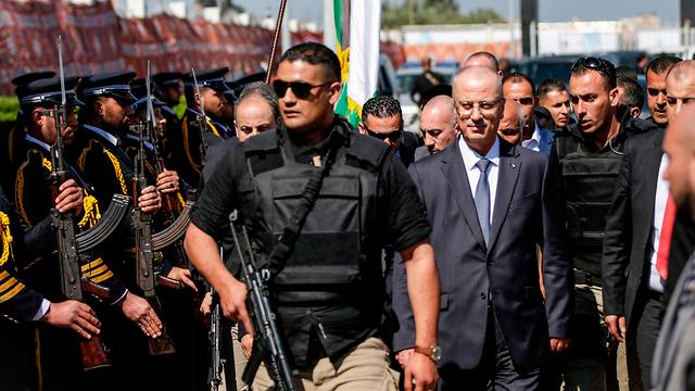ראמי חמדאללה אחרי ניסיון ההתנקשות, אתמול בעזה (צילום: AFP) (צילום: AFP)