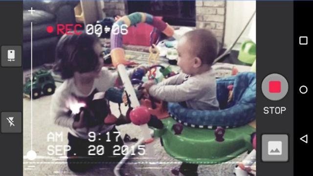 צילום וידאו בסגנון שנות ה-80 (צילום מסך) (צילום מסך)