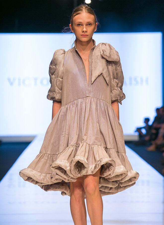 סתיו סטרשקו פותחת את תצוגת האופנה (צילום: ענבל מרמרי)