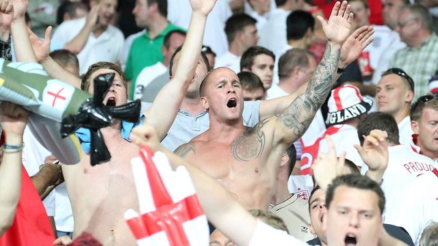 אוהדי כדורגל אנגלים. אלפים יגיעו בקיץ לרוסיה (צילום: shutterstock)