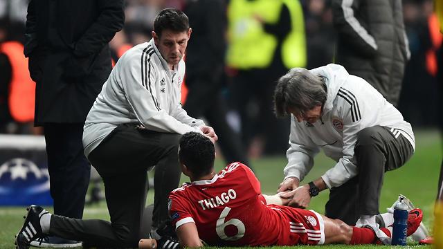 תיאגו אלקנטרה. שוב נפצע (צילום: AFP)